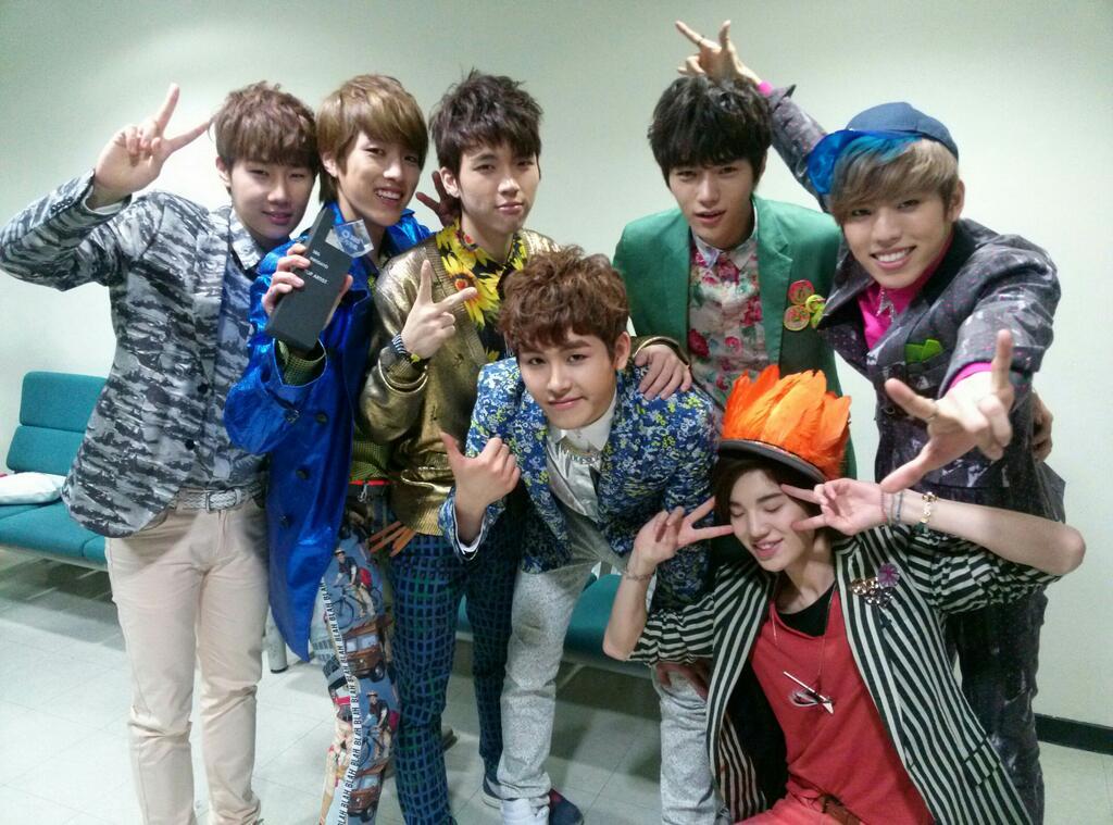 雖然許多人對音樂節目每周的第一名不以為然(因為就是粉絲之間的競爭罷了),但是偶像能夠拿到第一名還是很開心的!  而你知道偶像從出道到獲得冠軍歷時多久嗎? 今天小編就整理韓國鄉民統計的TOP 15男團 (以三大無線電視台SBS、MBC、KBS計算,Mnet不算唷~)