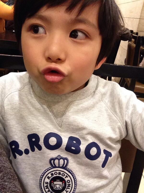 還記得他吧?爸爸是加拿大人,媽媽是韓國人的文梅森!!!!