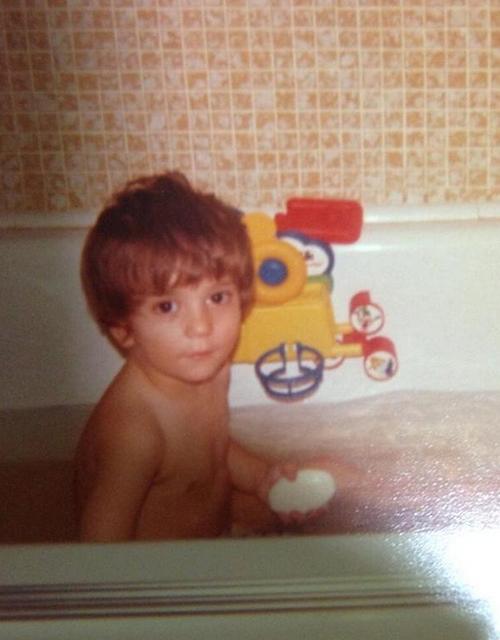 來看一下三兄弟的爸爸小時候照片....果然啊!基因優秀啊~優秀!
