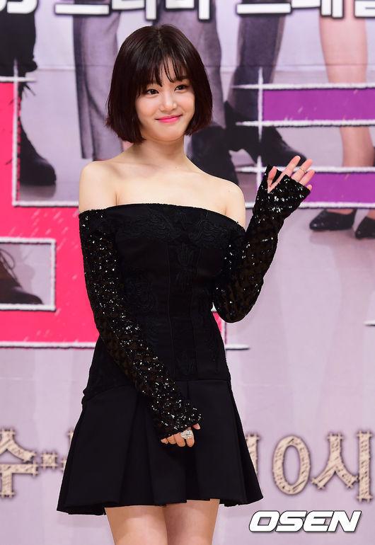 而另外一位女主角是小她一歲的李侑菲(24歲) 2011年才以電視劇《吸血鬼偶像》出道,演出的作品不多但多半知名, 例如電視劇《九家之書》、《皮諾丘》;電影《尚衣院》、《二十》