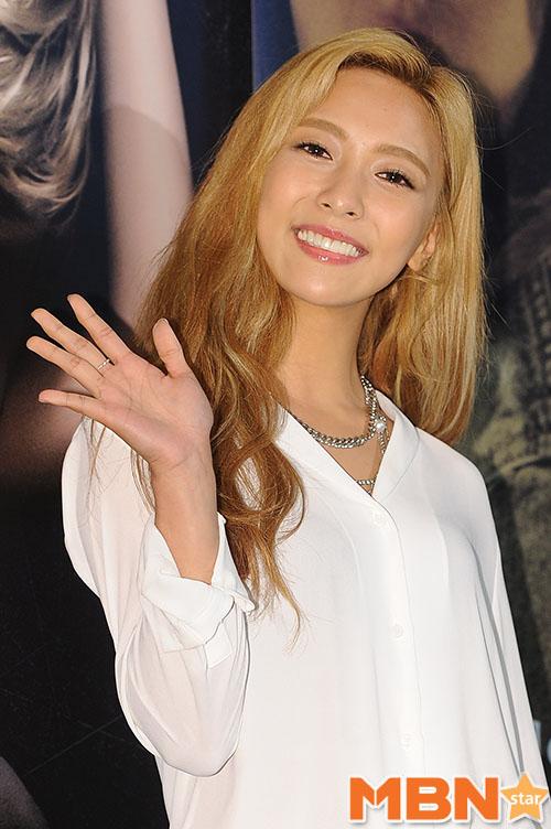 提示1.隸屬韓國3大經紀公司SM娛樂的女團成員主唱