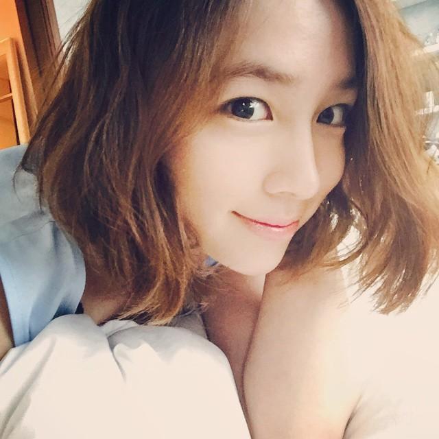 李炳憲的老婆李珉廷,笑起來這麼開心應該婚姻還挺得過去啦~大家別擔心~