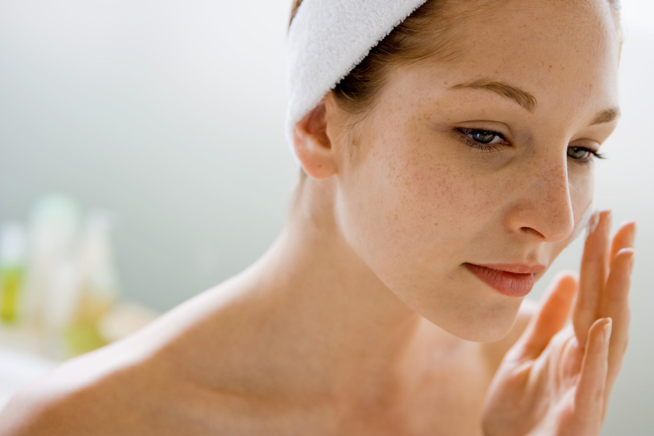 保濕噴霧的必要性: 炎炎夏日裡,高溫與紫外線的關係,會使皮膚更加乾燥,分泌更多皮脂。因此,就算是夏天,也要非常注重保濕唷!