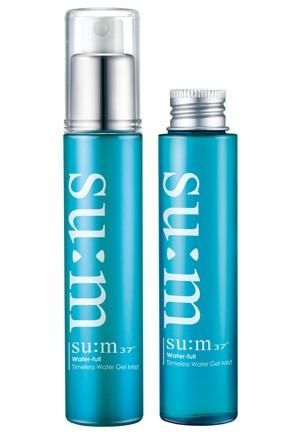 Water-full爽膚水保濕噴霧—su:m37度 / 60ml / 約台幣1000元  成分含有發酵的竹液,能夠提供肌膚所需的水分和營養。這款保濕噴霧的質地帶點凝膠狀感,在夏日使用時,也比較不會感覺水分蒸發過快,依然乾燥的感覺。再補妝時噴上的話,皮膚還會散發出自然的光哲感。