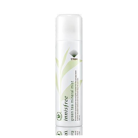 綠茶保濕噴霧—innisfree / 120ml / 約台幣400元  含有氨基酸和豐富的礦物離子,以及生綠茶素,除了提供皮膚所需的水分以外,還能形成防護網,讓水分持久,不易流失。舊版的設計噴頭效果不是很好,新版的設計噴頭效果不是很好,最近新版的噴頭有良好的改善摟!