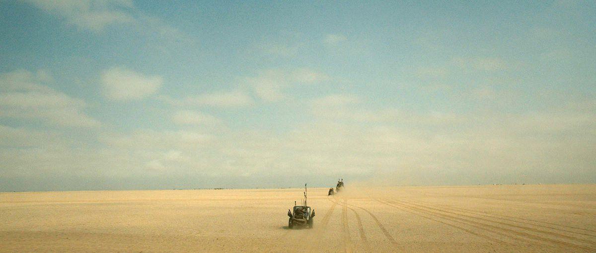 為了呈現真實的效果,整個劇組還前往非洲的納米比沙漠拍攝!!!(沙漠CG前)