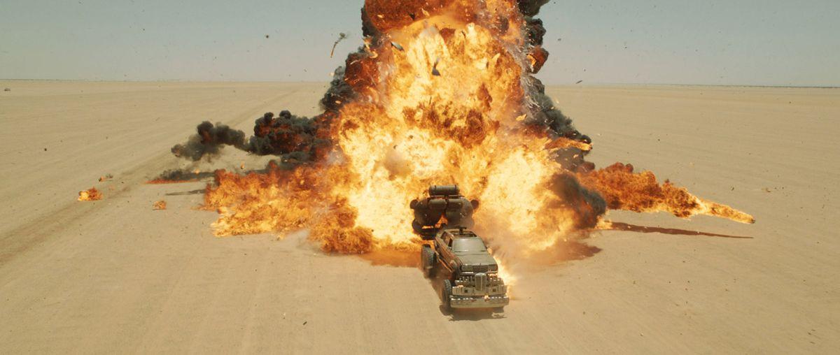 還有,絕對不能不介紹的沙漠的爆炸場面!(CG處理前)