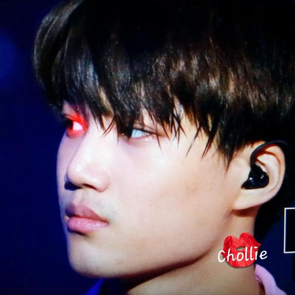 KAI的眼睛怎麼紅紅的~是不是生病了啊?