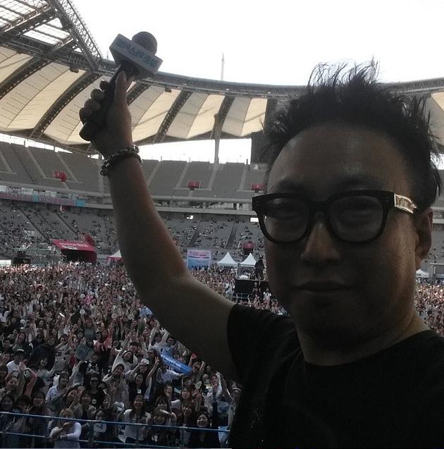 與以往搞笑的樣子似乎有點不同~看看台下粉絲們的熱烈呼喚!!!就知道DJ Park有多人高人氣了呢~