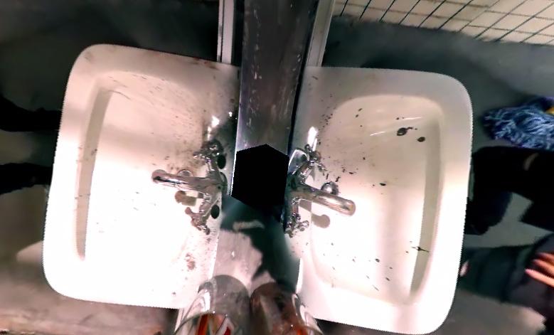 歐歐歐歐!!!連從正上方看洗手台?!(這明明是Infinite的MV...看洗手台幹嘛?@@;;)