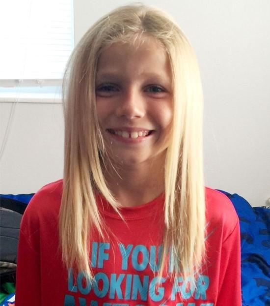 這位8歲的可愛小孩叫做Christian McPhilamy,他用兩年的時間留了一頭長髮。