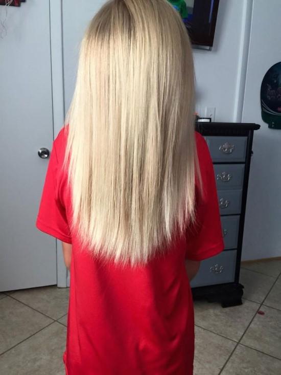超長的頭髮,讓他在學校特別顯眼,因為他其實是男孩! 連週遭的老師、長輩都批評他「沒有男孩該有的樣子」,希望他把長髮剪短,但是Christian還是不斷地留長他的頭髮...
