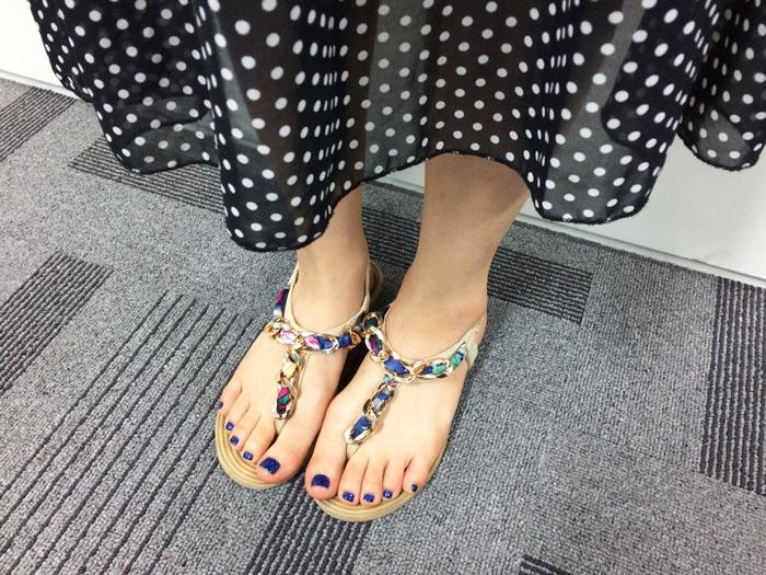 蝦密?!這個只要3~400百?!?! 覺得便宜的鞋子可能不會很好穿,所以往往不敢嘗試,但是這位小編說很好穿捏!!配色又好看!!