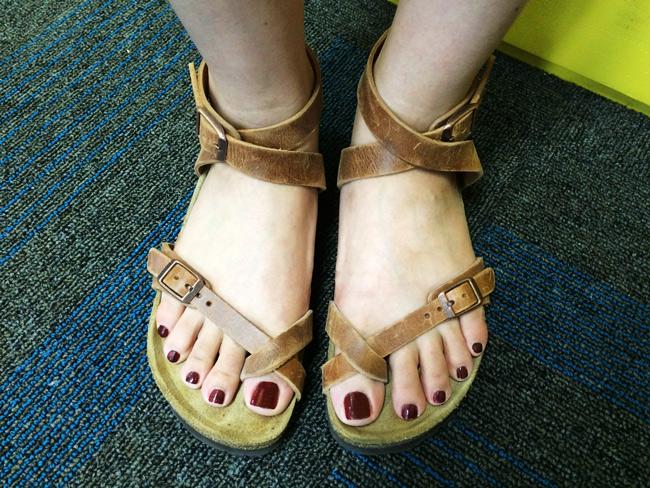 雖然已有歲月的痕跡~正所謂:好的鞋穿越久越美麗!正是說這雙勃肯!你看看那牛皮多自然啊~