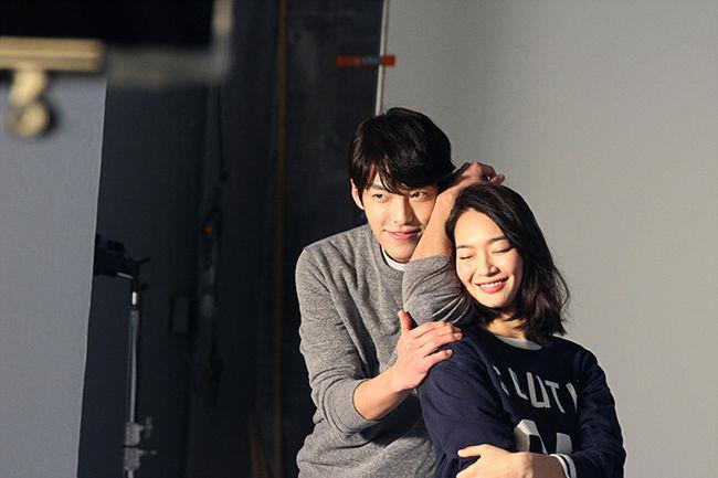 韓國八卦之神媒體《Dispatch》今天公布照片 指出兩人已戀愛2個月! 一個26歲(89年)、一個31歲(84年)→照韓國年紀! 不但大談姐弟戀,