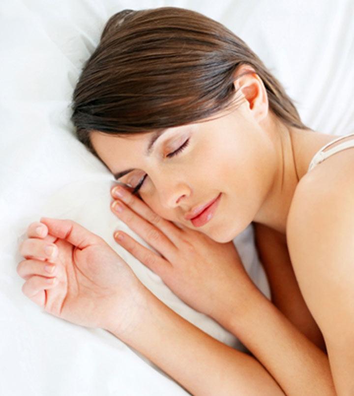 正確的選擇是,躺下時會和身體呈水平線的枕頭,醫學上來說理想的枕頭高度大約在6~8公分左右!現在還躺著過高枕頭的朋友~趕快換一顆吧!