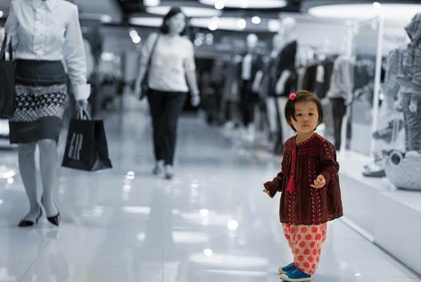 自從女兒出生,嚴泰雄的IG上就被女兒嚴智蘊充滿XDD (這種韓國就叫做女兒癡)