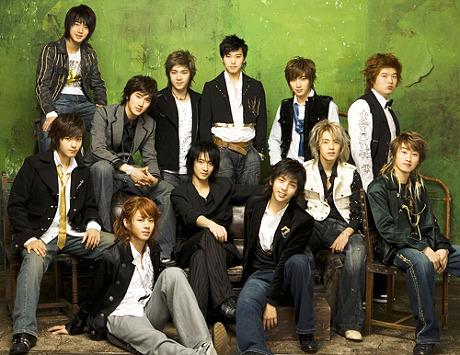 2005年11月6號出道的12人大型男子團體「Super Junior」 (當時可以說是創下了韓國樂壇成員人數最多團體的紀錄)