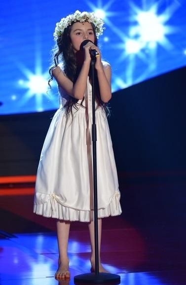這位女孩叫做安潔麗娜喬丹(Angelina Jordan)