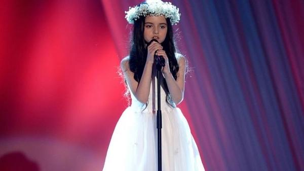世界各地聽過這位少女歌聲的樂評家們,都對她瘋狂讚賞!