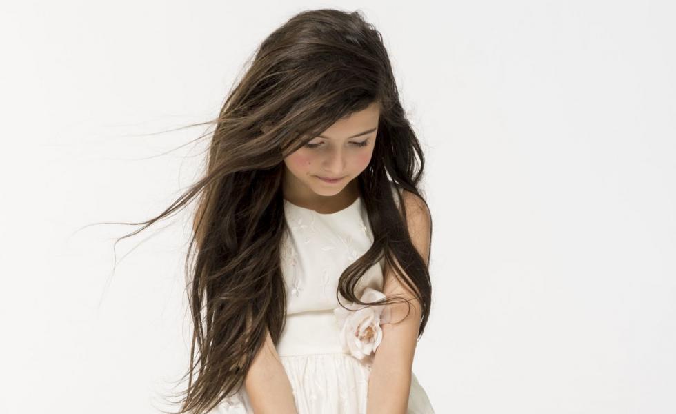 這樣一位可愛的小女孩,她的歌聲真的如此有魅力.....?