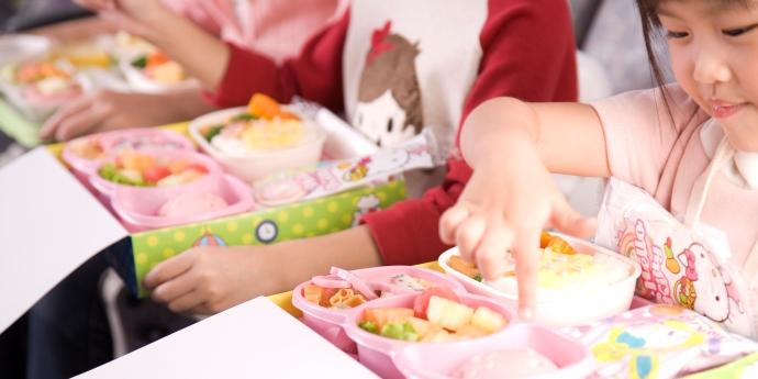 大部分搭乘的乘客多是女性和小孩,所以機內提供的飲食也是特別量身製作的凱蒂貓餐