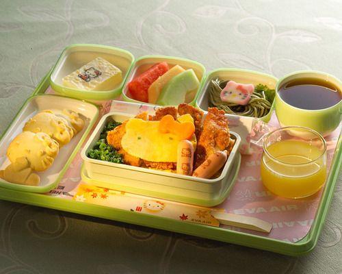 隨著乘客的座位不同,就算是點了兒童餐,提供的樣式也會有略不同唷~