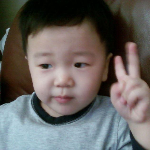 2006年出生的尹厚以這樣白白嫩嫩的樣子受到很多人的喜愛♥