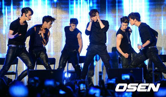 2010年Jun.K和團員上Super Junior希澈的電台節目《Young Street》時得到一個任務,就是要傳訊給朋友,並把收到訊息分享給大家
