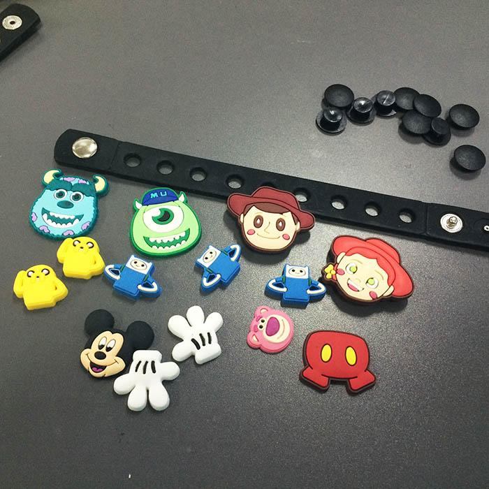 在手工藝品材料行,也可以找到像這樣的材料~一起DIY做出自己風格的手環吧!