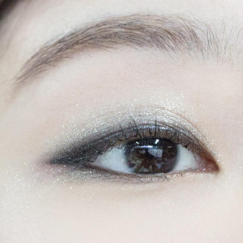 就這樣,只需要補上睫毛膏,自然的金屬感煙燻眼妝就完成摟~❤