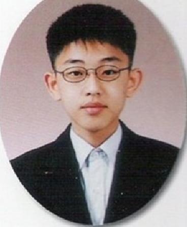 7. 劉亞仁  戴上眼鏡,就變成好學生LOOK