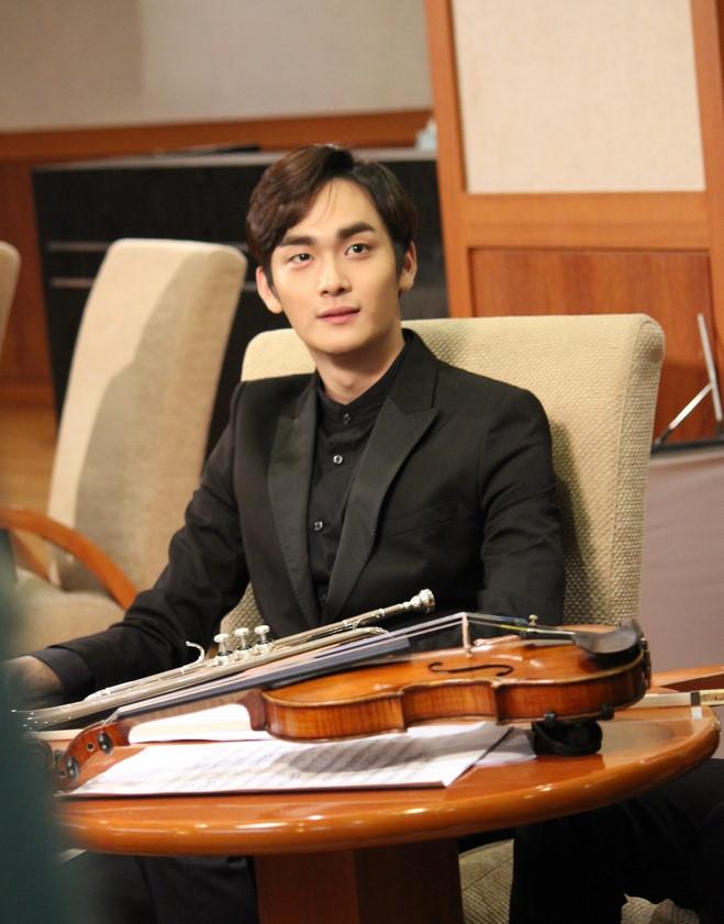 然後,他也在SBS《醜小鴨大進擊》、《慾望女王》,KBS《明日如歌》(韓版《交響情人夢》),tvN《戀愛操作團:大鼻子情聖》等都陸續有演出