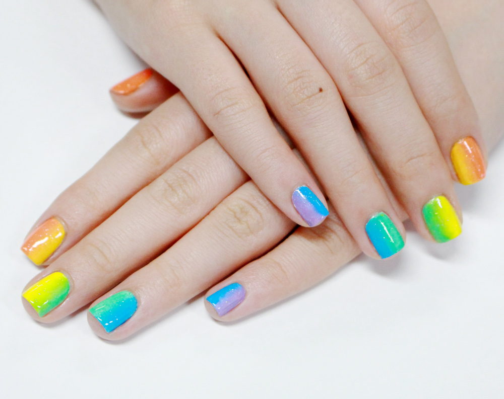 因為底色是用白色,所以漸層的每個顏色才能夠這摸顯色喔!