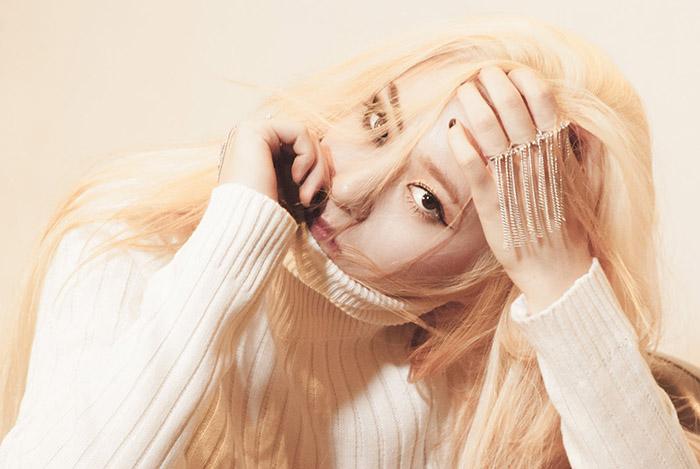 但是大家被她吸引的原因,更是Krystal冷豔的感覺~猶如冰山美人♥