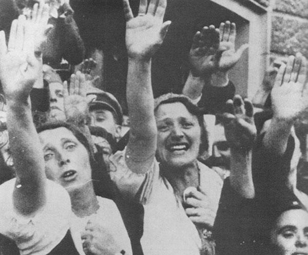 但也正好給了因凡爾賽條約而感到無希望的德國人民們,帶來了一絲希望。藉此,德國人民們,猶如與惡魔簽約,重建了德國,他們的家園!