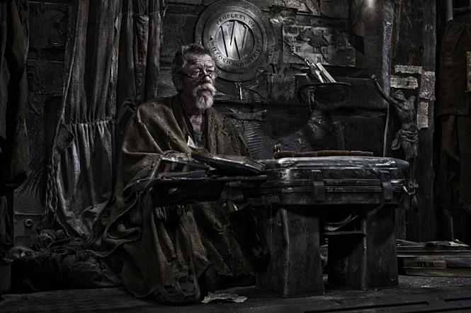 他在南韓奉俊昊導演的《末日列車》中,飾演在末節車廂的領導者特里吉列姆