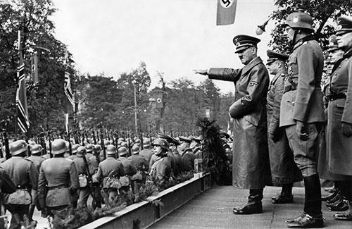 法國和英國雖然不管怎樣都想阻止戰爭,但在德國準備攻向波蘭時,只是被動的以你攻我擋這種方式對抗~