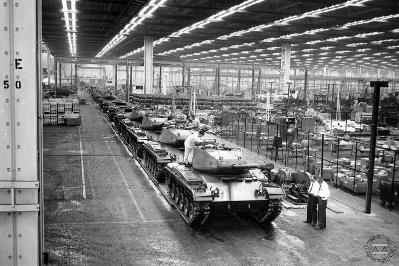 結果就是,美國獨占了全世界軍用品生產量的41%。又換句話說,美國整個國家就等於是一個專門生產軍用品的工廠。