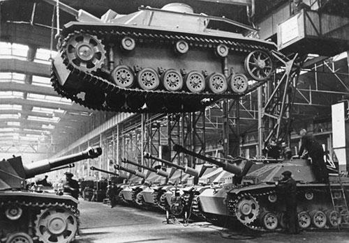 坦克生產了88,000多台(速度之驚人的美國,德國生產一台戰車所需的時間,美國已可以生產37台M4戰車)