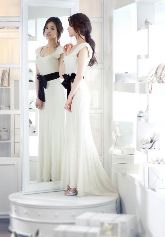 被韓網友說:她大概是穿著婚紗出生的吧?XDDD
