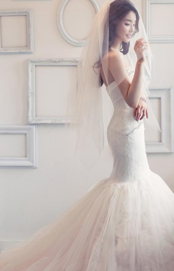 因為真的跟婚紗太適合了~小編好生羨慕呀~