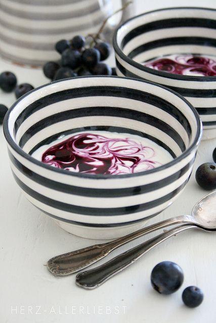 一直都是很普通的碗盤吃飯的話,是不是很無趣?用線條添加點餐點的美味度吧?!