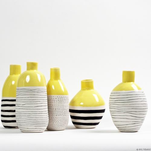 哇~這組真的很特別耶!可愛的花瓶形狀,加上手繪感的線條~看起來很溫馨!