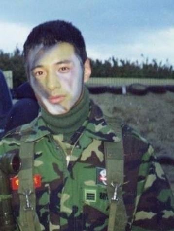甚至當兵畫成這樣~還能閃爍著耀眼光芒啊!!