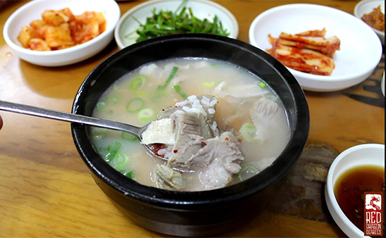 第3名. 湯飯 (茶泡飯的感覺)  恩...難道是在不好吃的店吃過...? (哈哈,小編也再次認同韓國人的吃驚! XDD 湯飯可是韓國人的民生食品耶,看看電視劇裡面,湯飯可是很常端上韓國人的飯桌!)