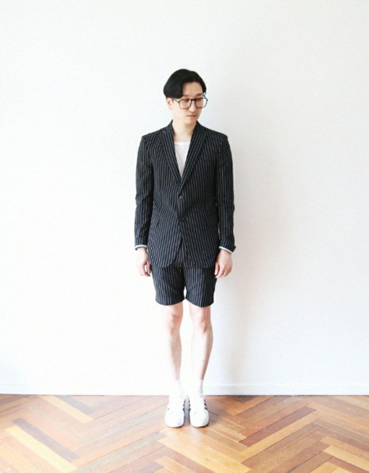 簡單圖樣的套裝不會顯得太超過,可以算是男生普遍可以駕馭的基本造型