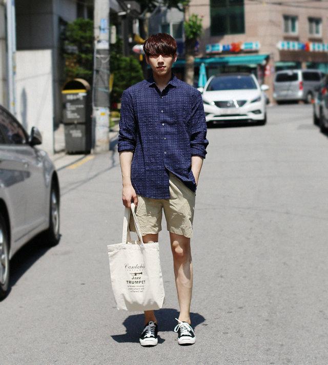 2. 短褲 + 長袖襯衫   雖然長袖有點熱,但讓小編慢慢說來....