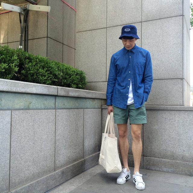 在這裡再搭上一頂帽子,還有環保購物袋,馬上變身文藝青年