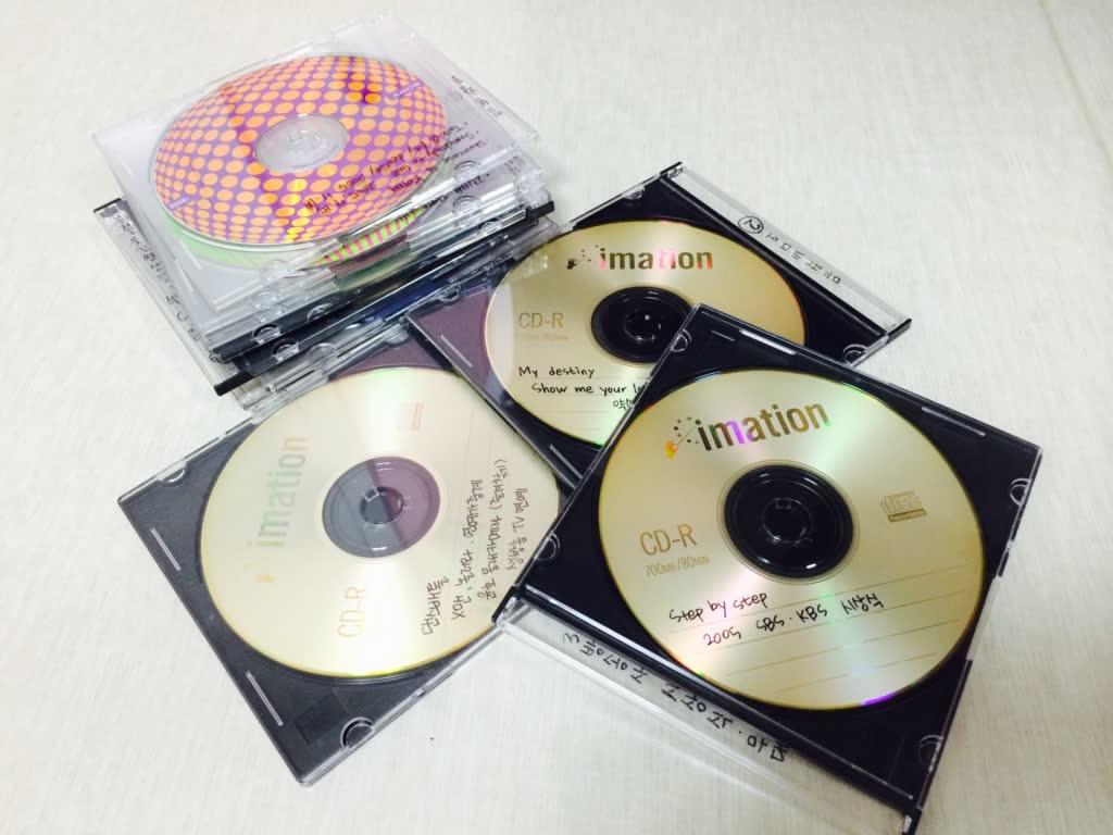 電腦裡面滿滿的偶巴影片檔,多到已經要燒成光碟才能釋放電腦空間,那才可以下載新的影片